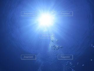 どこまでも届く光の写真・画像素材[2624103]