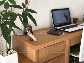 机,パソコン,デスク,ビジネス,自宅,手帳,ワーク,リモートワーク,ビジネスシーン