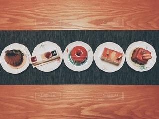 ケーキ整列の写真・画像素材[2733361]