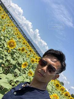 向日葵に囲まれて。の写真・画像素材[2761715]
