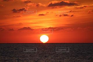海に沈む夕日の写真・画像素材[2857065]