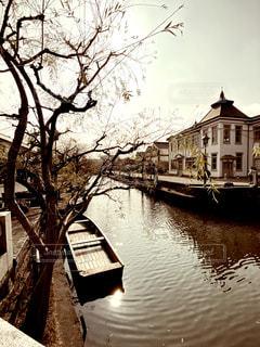 川に浮かぶ渡し舟の写真・画像素材[2919106]