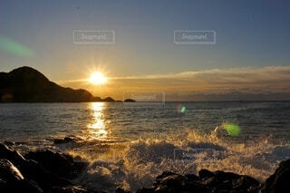 自然,風景,海,空,絶景,太陽,朝日,雲,綺麗,晴れ,波,水面,眩しい,日の出,太平洋,足摺岬