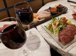 2人,ディナー,屋内,テーブル,ワイン,グラス,記念日,乾杯,ドリンク