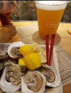 食べ物,ニューヨーク,海外,テーブル,レモン,グラス,牡蠣,カップ,NY,乾杯,ドリンク