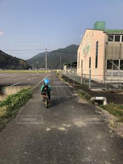 自転車に乗る人の写真・画像素材[2547209]