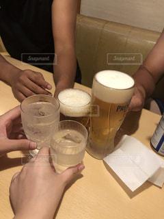 水,グラス,ビール,乾杯,ドリンク,ファミレス,ノンアルコールビール,ソフトド リンク