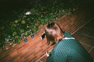 夜の公園とわたしの写真・画像素材[2579167]