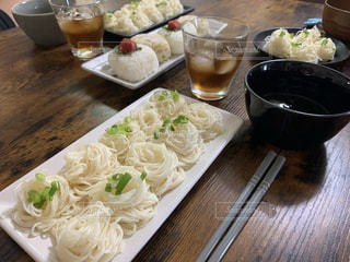 食べ物,食事,皿,食器,グラス,そうめん,米,料理,日本食,麺,和,食,お昼ごはん,昼飯,昼ごはん,素麺,麦茶