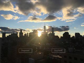 空,建物,太陽,雲,光,高層ビル,夕陽