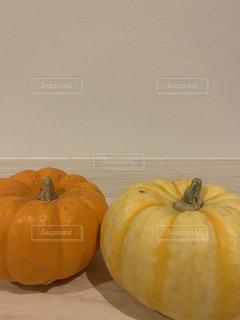 果物の前にオレンジのグループの写真・画像素材[2771503]