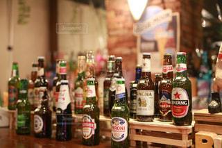 飲み物,お酒,瓶,ボトル,グラス,ビール,ビン,バー,ドリンク,酒,バーカウンター,カウンター,飲物,ビール瓶,各種ビール