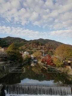 水域に架かる橋の写真・画像素材[2534918]