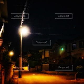 街灯の暖かさの写真・画像素材[2624538]