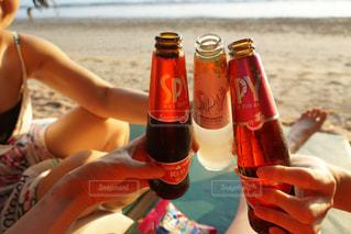 お酒,ビーチ,リラックス,グラス,タイ,乾杯,リゾート,ドリンク,女子会,バケーション,手元,クラビ