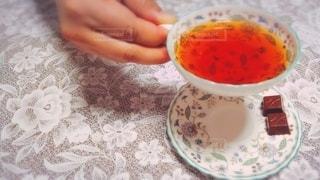 紅茶を飲む手の写真・画像素材[2660990]