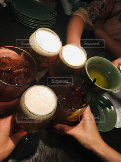 グラス,ビール,乾杯,ドリンク,友達,親友,仲間,打ち上げ,語らい,懇親会,ソフトド リンク