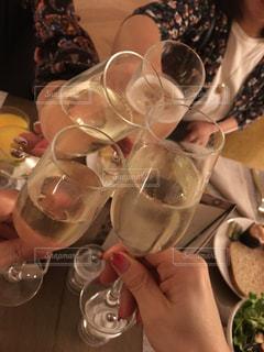 グラス,お祝い,乾杯,ドリンク,シャンパン,友達,親友,仲間,ゴージャス,朝シャン,語らい