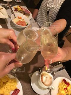 食べ物,朝食,グラス,イタリア,お祝い,乾杯,ドリンク,シャンパン,友達,親友,仲間,ミラノ,ゴージャス,朝シャン,語らい