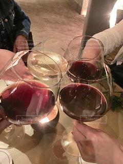 ワイン,グラス,お祝い,乾杯,ドリンク,友達,親友,仲間,赤ワイン,白ワイン,ミラノ,打ち上げ,ゴージャス,語らい,懇親会