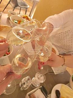 朝食,屋内,海外,食器,グラス,お祝い,乾杯,ドリンク,シャンパン,友達,親友,仲間,ミラノ,ゴージャス,語らい