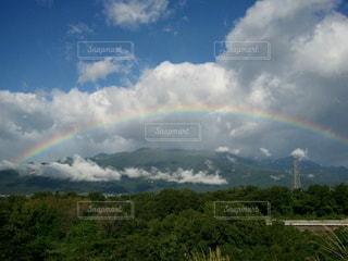 天空の城につながる虹の橋の写真・画像素材[2546302]