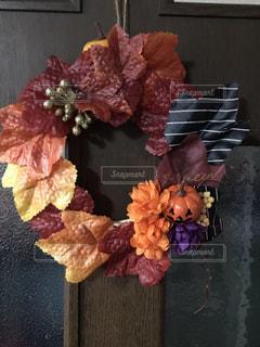 テーブルの上の花瓶の写真・画像素材[2547716]
