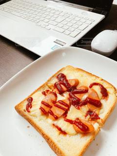 ランチ,パン,トースト,パソコン,昼食,PC,ビジネス,リモートワーク,ビジネスシーン