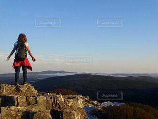 山頂で深呼吸。の写真・画像素材[2612953]