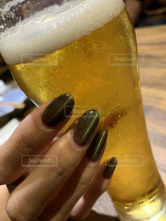 1人,ネイル,グラス,ビール,乾杯,ドリンク