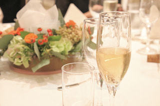 花,パーティ,結婚式,キラキラ,結婚,グラス,お祝い,ウエディング,乾杯,披露宴,ドリンク,シャンパン,パーティー,祝い,スパークリングワイン,ウェディング,カンパイ