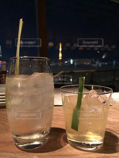 建物,東京タワー,夜景,屋内,窓,景色,グラス,乾杯,ドリンク,眺め