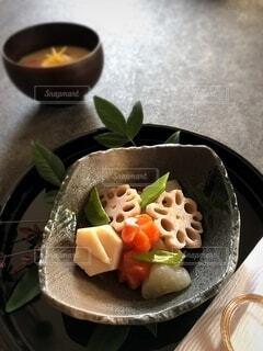 おせちのお煮しめと雑煮の写真・画像素材[4037317]