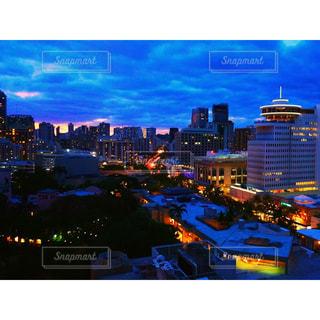 夜の街の眺めの写真・画像素材[2717648]