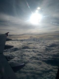 雪に覆われた飛行機の写真・画像素材[2875977]