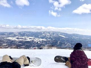 女性,2人,自然,風景,アウトドア,スポーツ,雪,山,人物,人,スノボ,ゲレンデ,レジャー,スノーボード