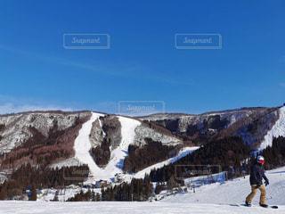 自然,アウトドア,空,スポーツ,雪,屋外,青空,山,景色,人物,ゲレンデ,レジャー,スキー場,スノーボード,斜面,ウィンタースポーツ