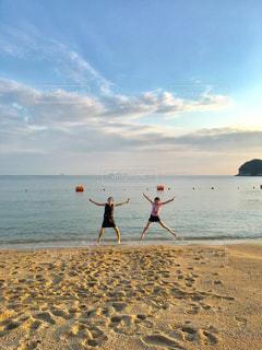 海,夏,砂浜,ジャンプ,海辺,海岸,子供,ハンドサイン