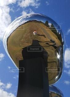シルバーオブジェを見上げたら・・・!の写真・画像素材[2666680]