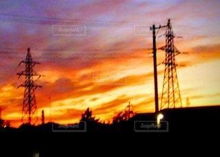 空,夕日,屋外,太陽,雲,夕焼け,夕暮れ,鉄塔,光,電柱,電線