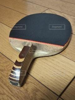 フローリングに卓球ラケット❗️の写真・画像素材[2873603]