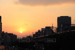風景,空,建物,橋,屋外,太陽,夕焼け,夕暮れ,光,高架下,タワー,都会,高層ビル,クラウド,設定
