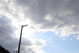 空,屋外,太陽,雲,青空,光,電柱,電線,くもり,景観,日中,クラウド