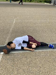 風景,スポーツ,屋外,道路,景色,寝転ぶ,人物,人,バスケットボール,バスケ,運動,トレーニング,エクササイズ,ジム,履物,トレーニングジム