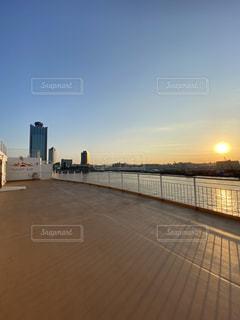 風景,海,空,大阪,太陽,朝日,晴れ,船,水面,光,旅,日の出,快晴,さんふらわあ,弾丸ツアー,南港
