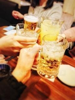 食器,グラス,ビール,乾杯,ドリンク,女子会,居酒屋,ジョッキ,打ち上げ,30代女性