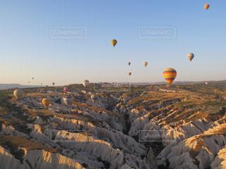 トルコのカッパドキアで初めて体験した熱気球。風に揺られて飛行するため、あまりGを感じることなく高所恐怖症の私でも大丈夫でした。 - No.787205