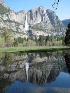 背景の山と湖 - No.787242