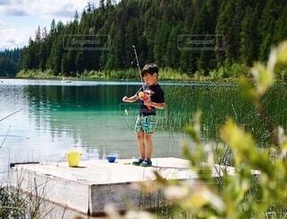 初めての魚釣りの写真・画像素材[3745927]