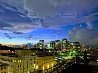 夜の都市の眺めの写真・画像素材[3656327]